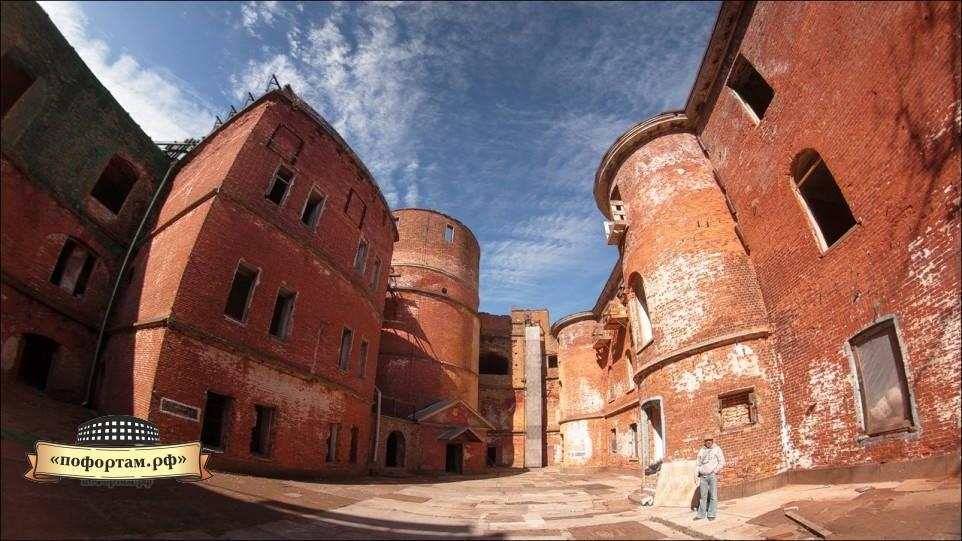 Внутренний двор форта Александр I