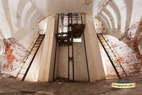 Подъёмник для снарядов на форте Граф Милютин.