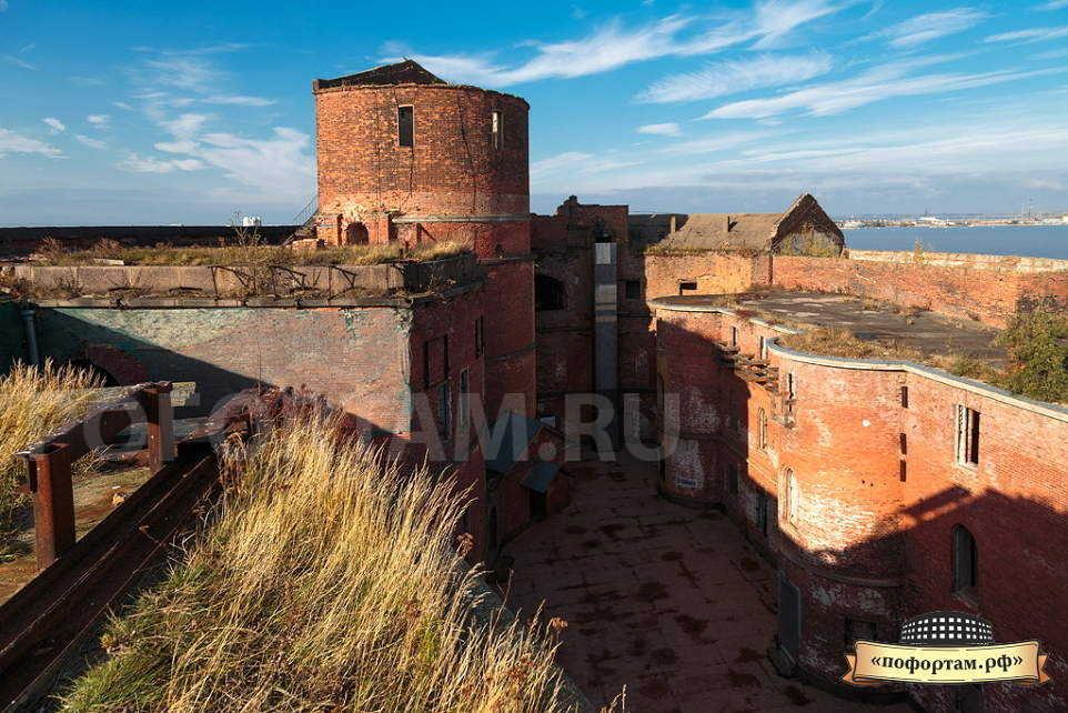 Водонапорная башня на форте Александр 1