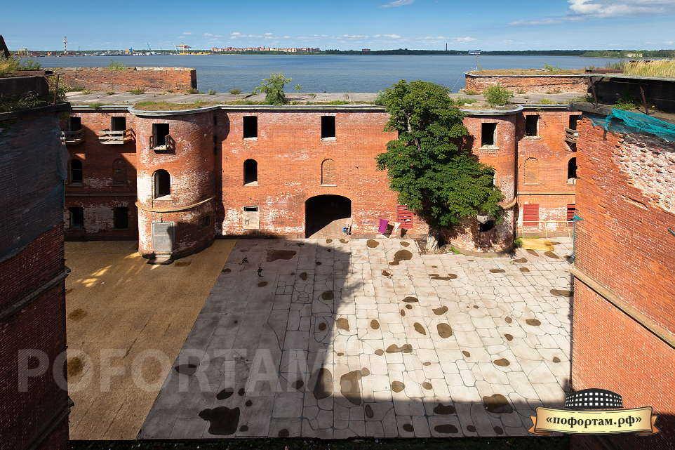 Внутренний двор форта Александр 1