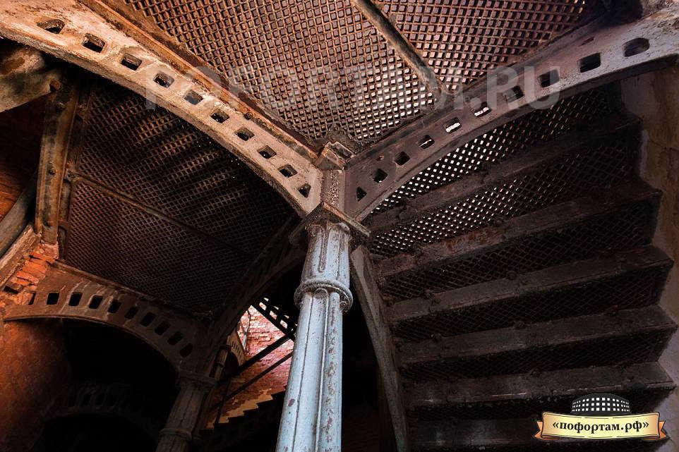 Лестничная клетка на форте Александр 1
