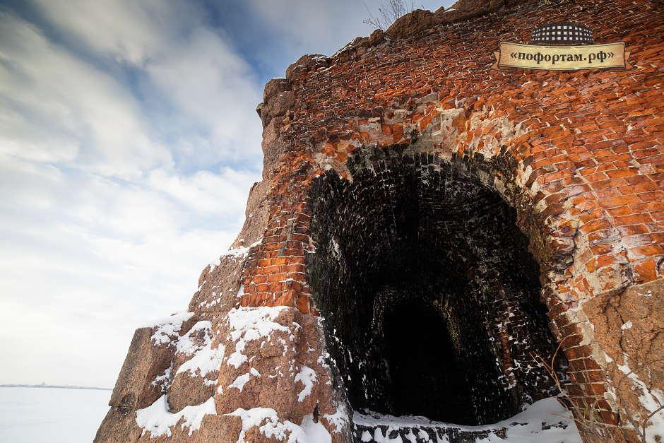 Вход в казематы южного крыла форта