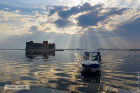 Экскурсии к фортам Кронштадта на катере