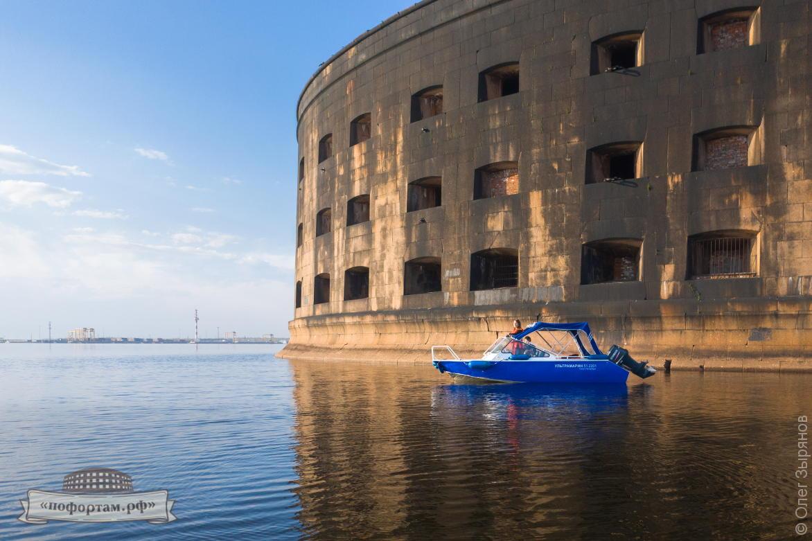 Экскурсия с посещением форта Александр: катер Ультрамарин