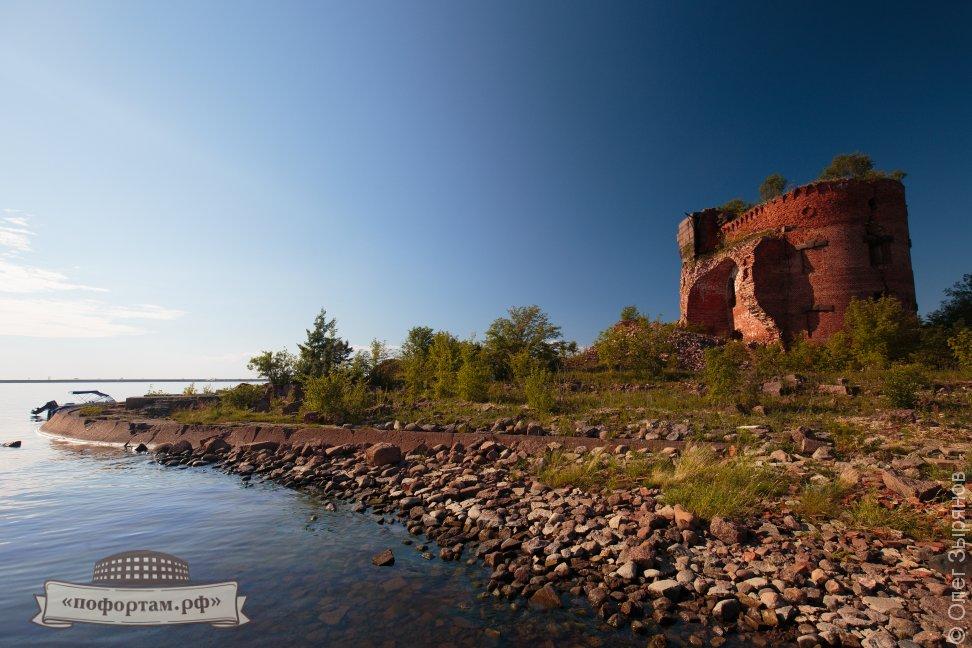 Форты и маяки Кронштадта: морские экскурсии на катере