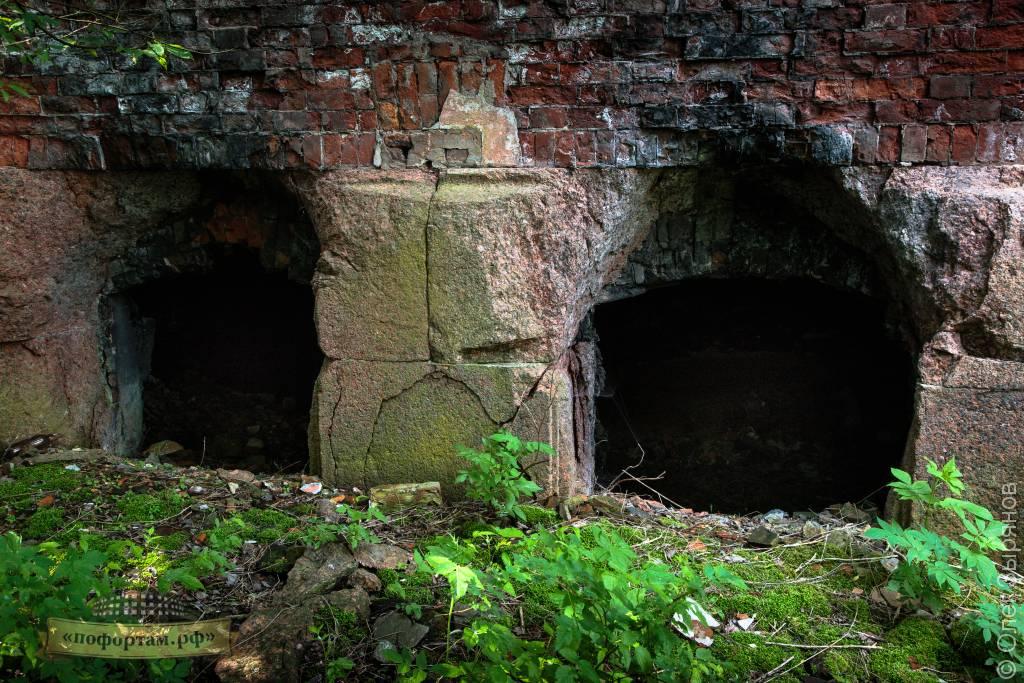 Окна из порохового погреба