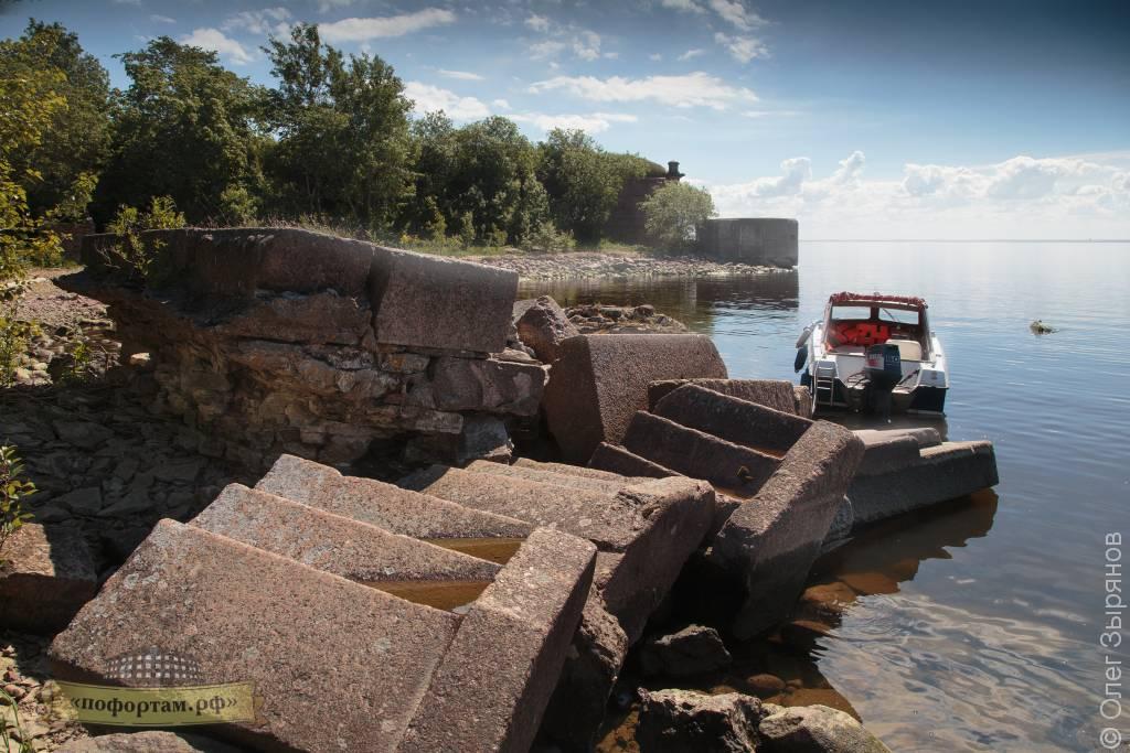 Разрушенный причал форта