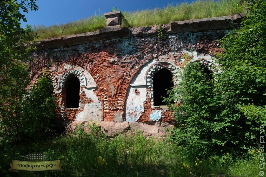 Стены казематов форта