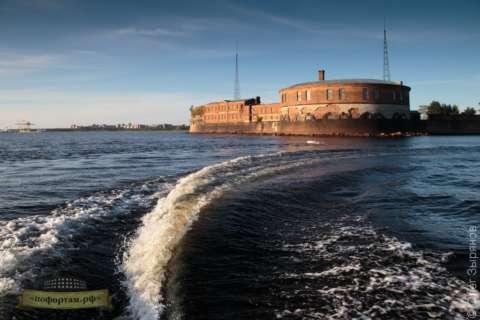 Морская прогулка на быстроходном катере: Форты Кронштадта