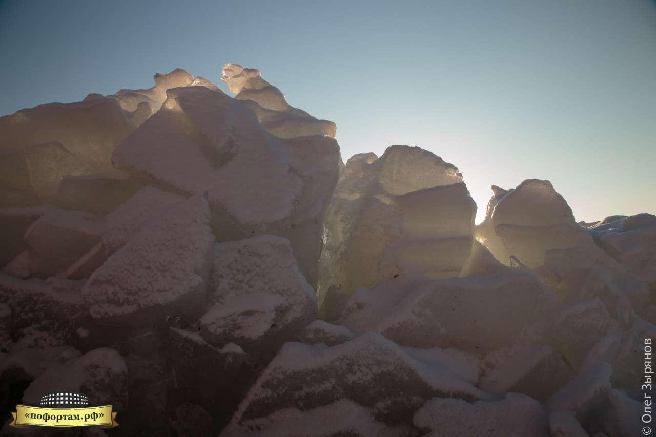 Ледяные торосы у Порохового погреба в Кронштадте