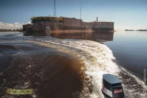 Морская прогулка к фортам и маякам Кронштадта