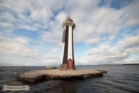 Маяк створный Морского канала Санкт-Петербурга