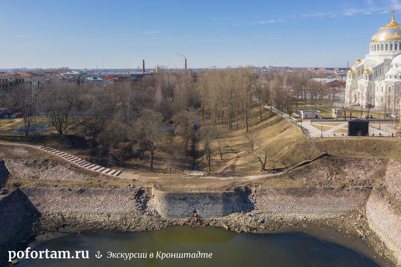 Кронштадт: доковый бассейн