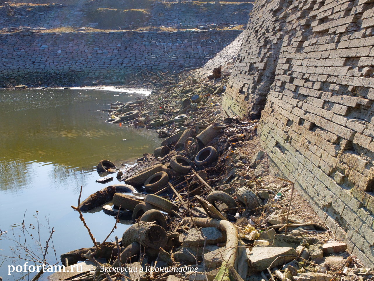 Кронштадт: западная стенка докового бассейна