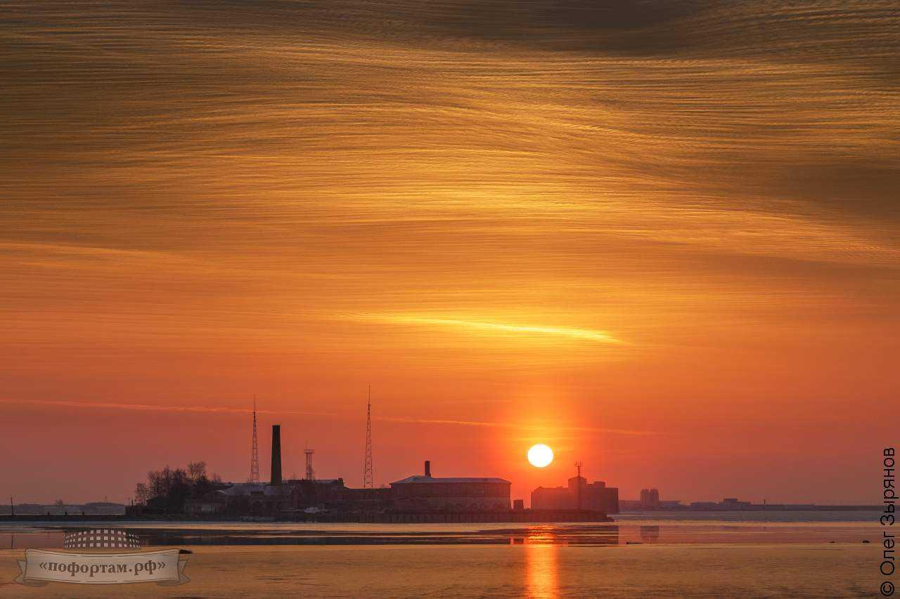 Кронштадт: пейзаж с перистыми облаками
