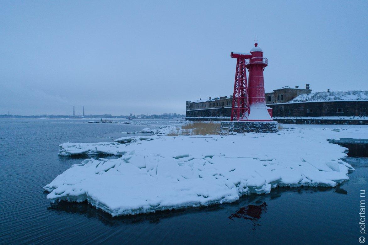 Нижний Николаевский маяк зимой