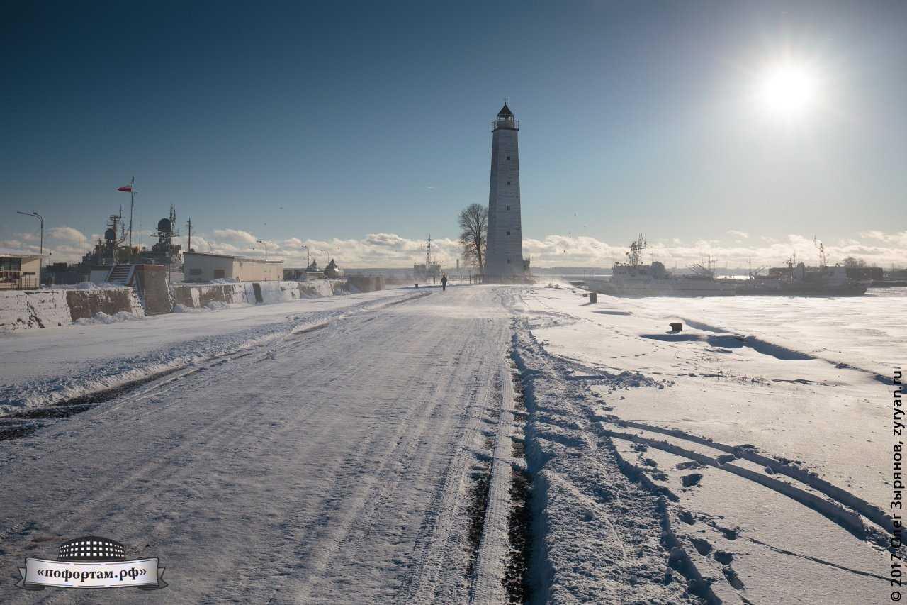 Деревянный маяк в Кронштадте