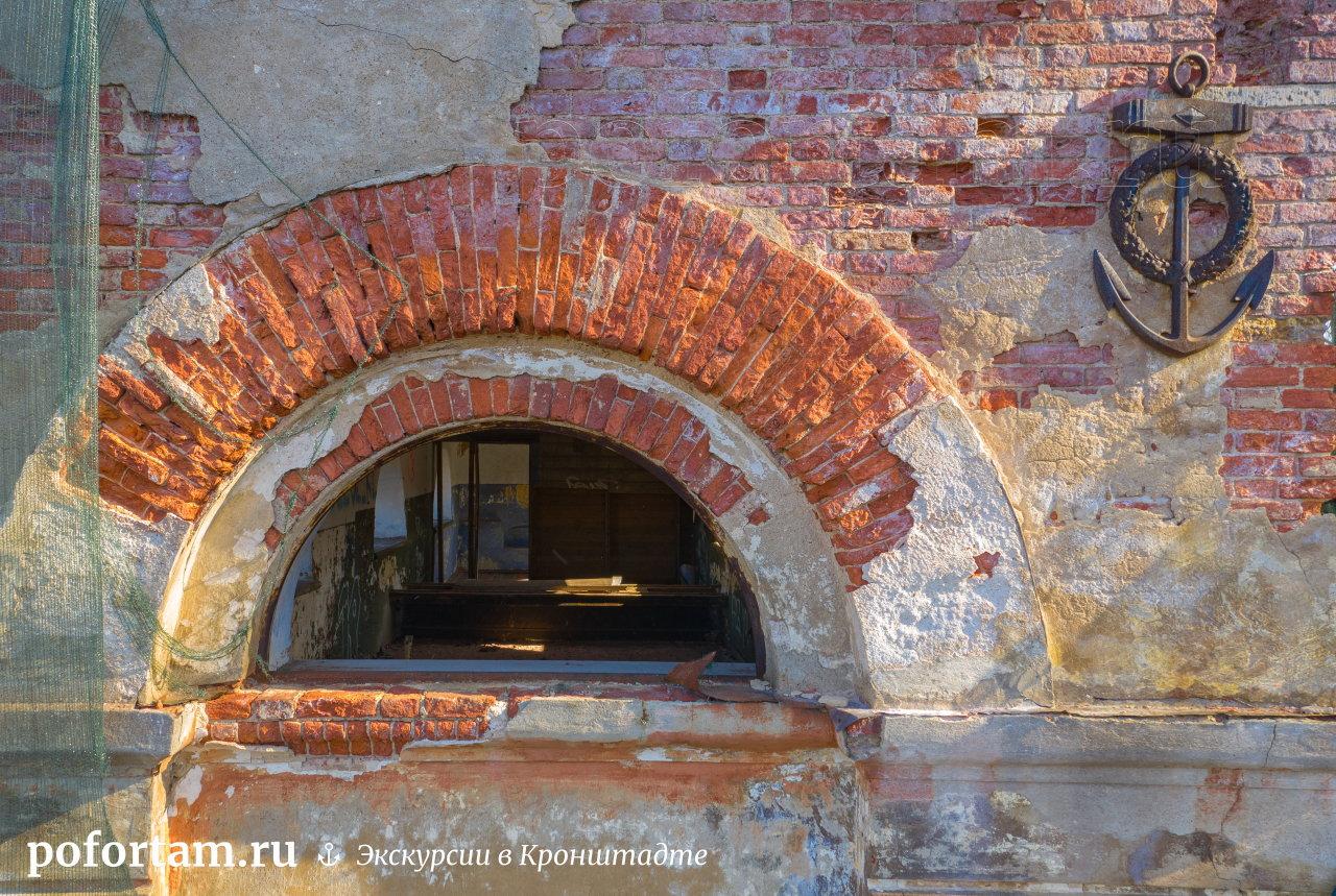Кронштадт: здание водоподъёмной машины