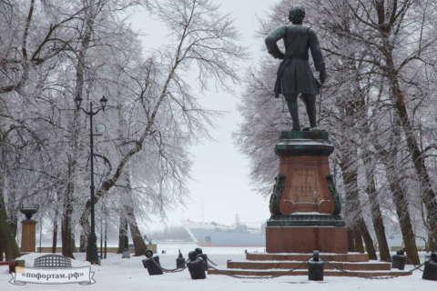 Кронштадт зимой: Памятник Петру І