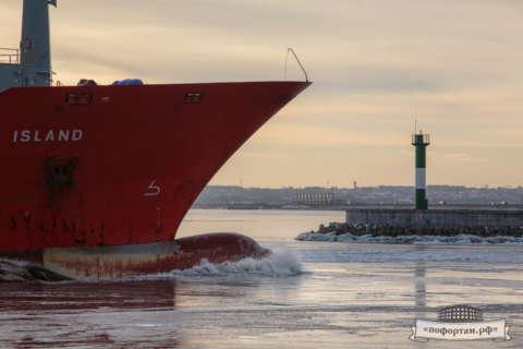 Кронштадт зимой: Морской канал