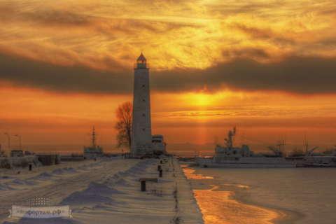 Кронштадт зимой: Створный маяк (знак) БКР