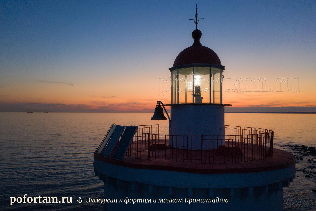 Маяк Толбухин на закате с воздуха