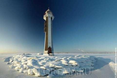 Створный маяк Морского канала зимой