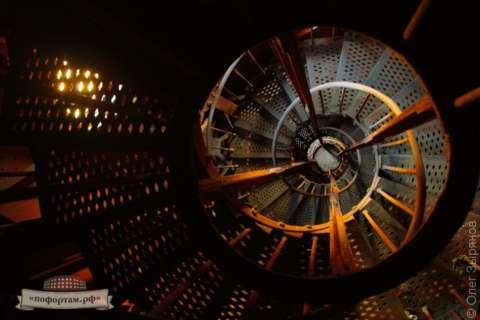 Лестница внутри башни маяка «Кронштадтский»