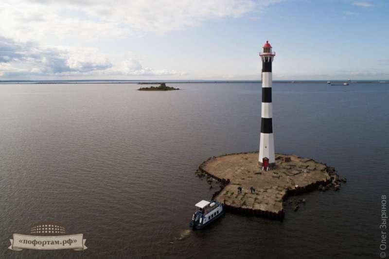 Задний створный маяк Морского канала СПб