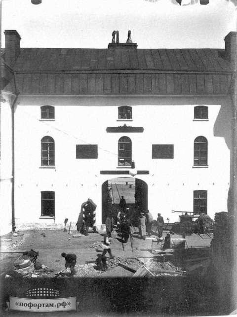 Противочумная лаборатория на форте Александр I. Архивные фотографии