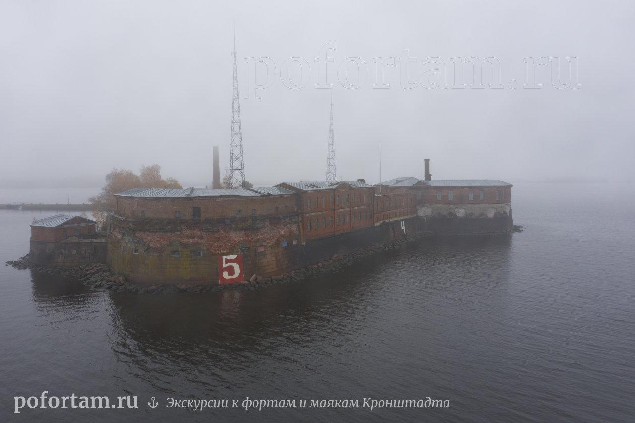 Форт Пётр І в тумане