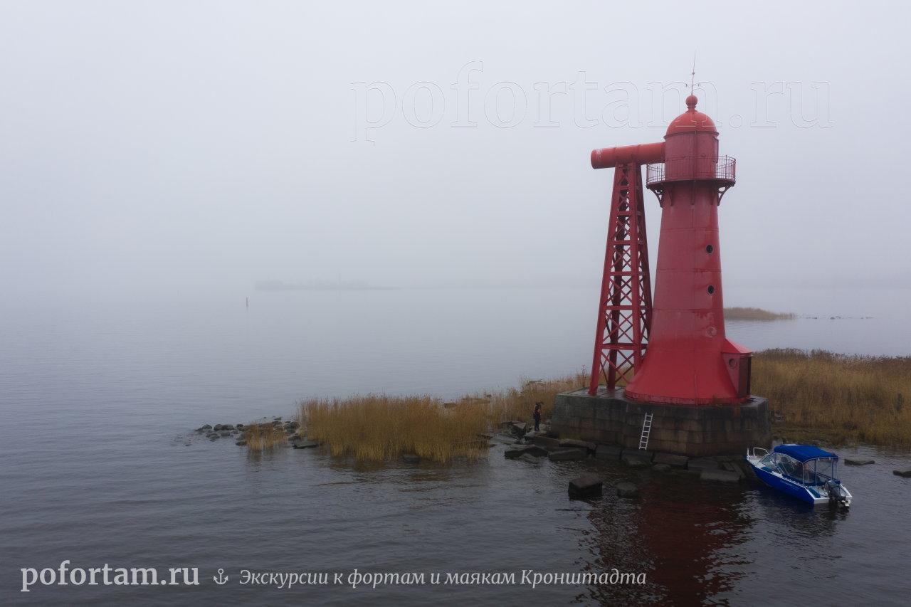 Створный маяк Николаевский в тумане