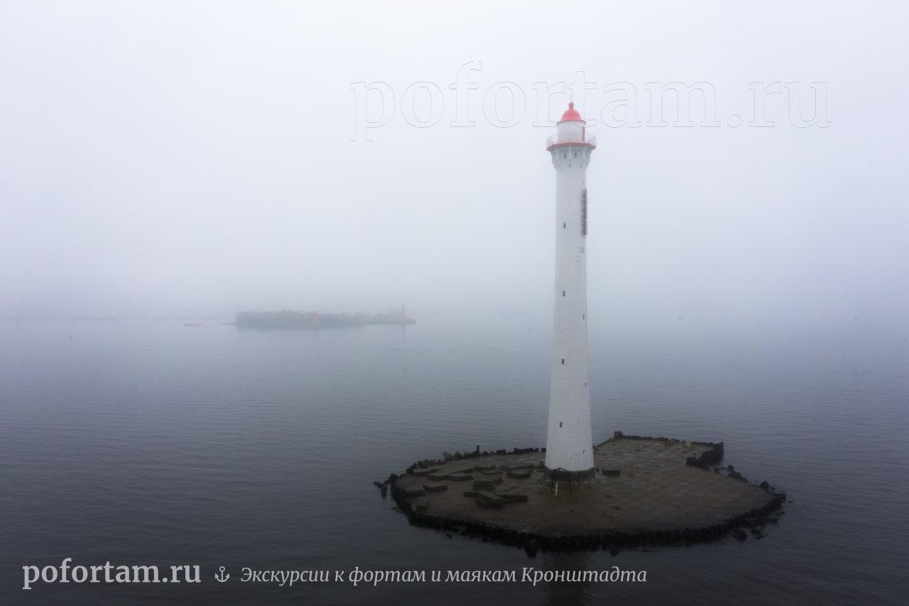 Створный маяк Морского канала СПБ в тумане